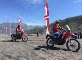 Honda CRF250RALLY Rayakan HUT RI 72 di Bromo