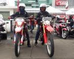 Bikers Adventure Camp & Workshop Jurnalistik : Dua Riders CRF150 Pimpin Riding Dengan Tertib & Aman.