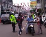 Bersama Satlantas Polres Purwakarta, IMHP Lakukan Pembagian Masker