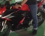 Biasa Pakai Honda Matik, Gunakan All New CBR150R Kaki Biker Ini Napak di Lantai